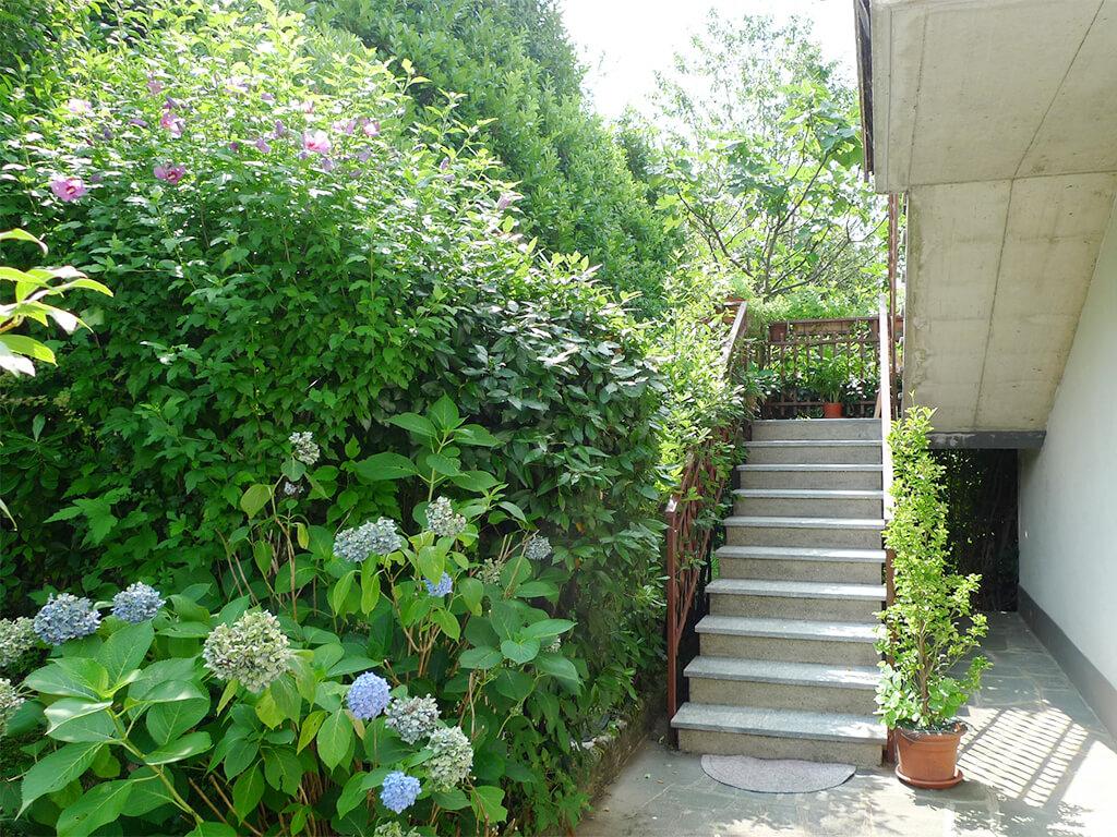 Bilocale con giardino e terrazzo a sant 39 omobono terme - Terrazzo giardino ...