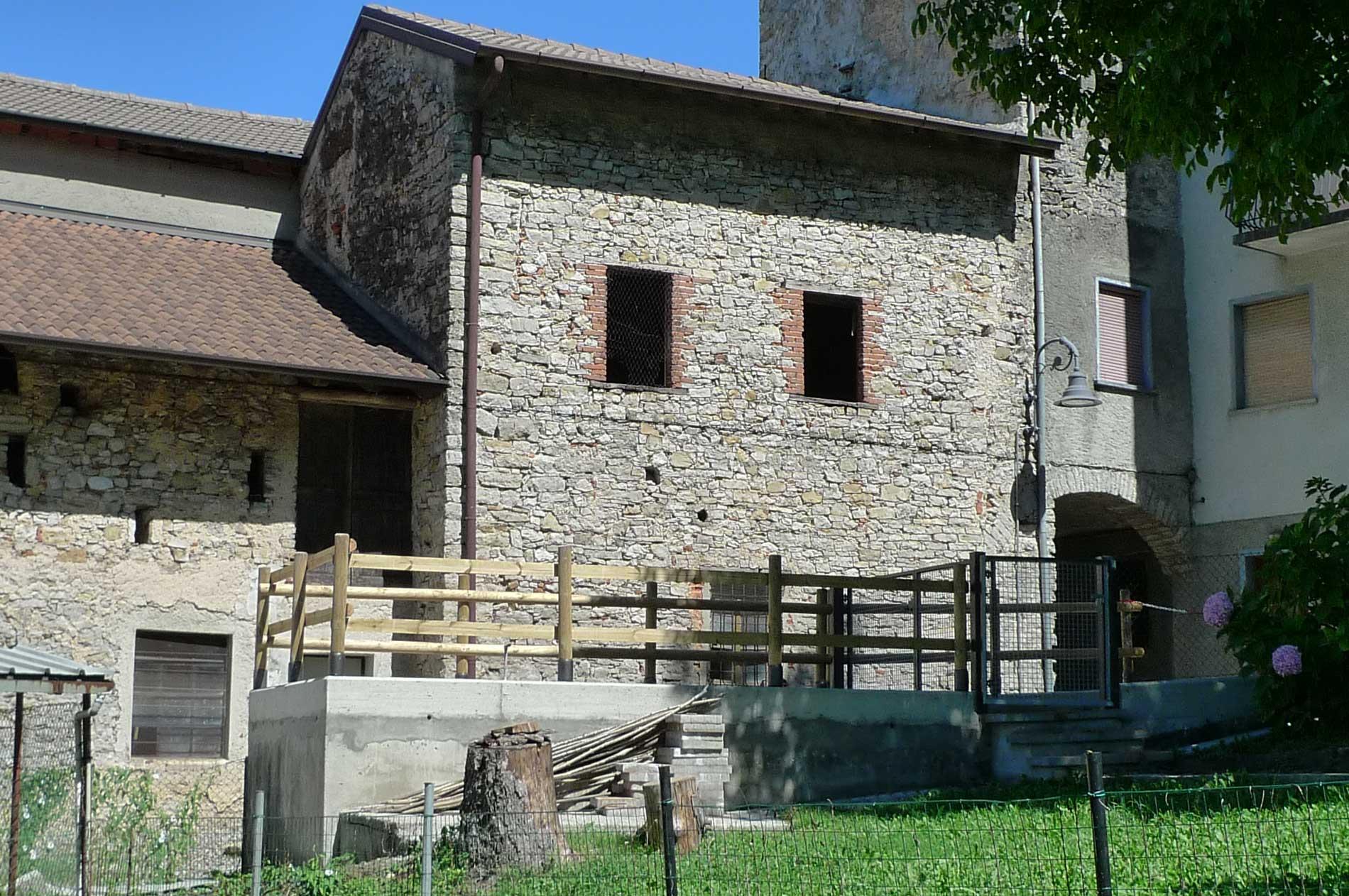 Rustico con due box in vendita a Sant'Omobono Terme (Bergamo) esterno 3