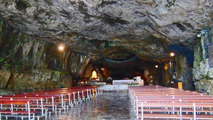 Il Santuario della Cornabusa, luogo di culto ricavato in una grotta naturale