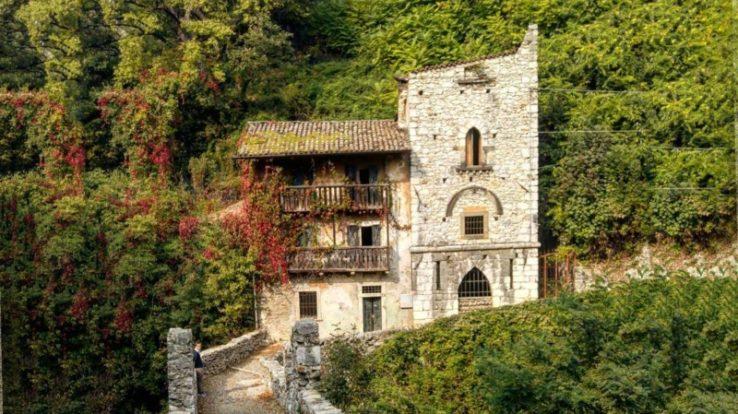 Il Borgo di Clanezzo, antico e suggestivo, alla confluenza di tre valli